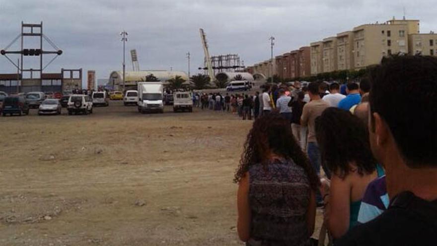 Cola a las puertas del estadio de Gran Canaria.