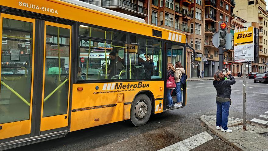Un autobús metropolitano de València