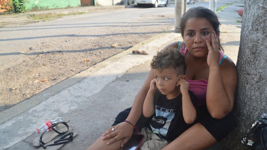Ana María Romero, una hondureña de 22 años, viaja con su hijo de cinco años con la intención de llegar a México.