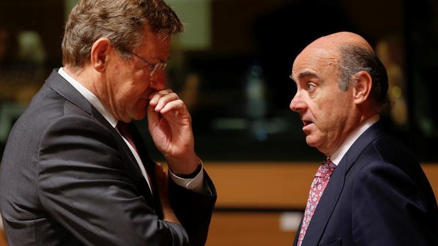 La CE dará dos años más a España para corregir el déficit y decidirá la multa mañana