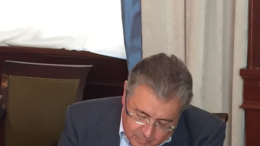 Zoido toma posesión de la Presidencia de la Comisión Constitucional del Congreso con el deseo de no repetir elecciones