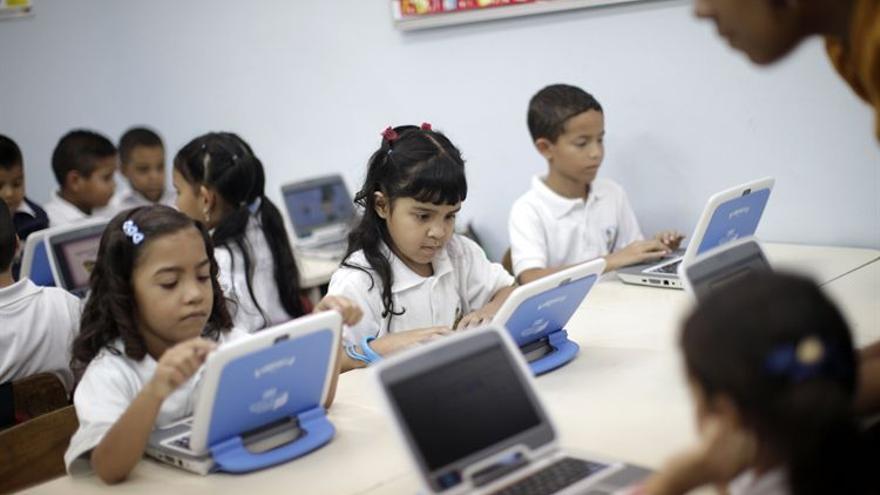 Niños con ordenadores. (EUROPA PRESS)