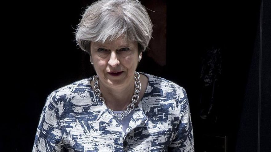 """May dice que ningún europeo que ya resida en Reino Unido deberá irse tras el """"brexit"""""""