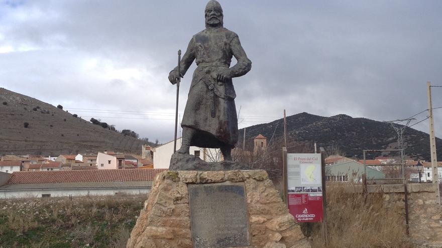 Estatua del Cid en la entrada de El Poyo del Cid, un barrio de Calamocha, Teruel, con motivo del 900 aniversario de su muerte. Realizada por Luis Moreno Cutando en 1999..