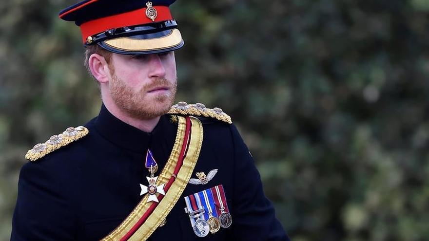 El príncipe Enrique encabeza el homenaje a los caídos en las guerras