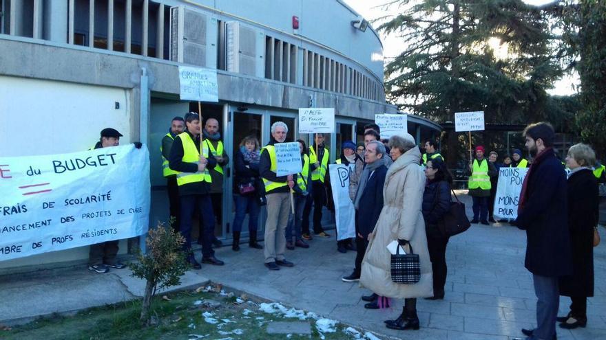 Embajador de Francia en España ante la movilización de funcionarios franceses en el Liceo.