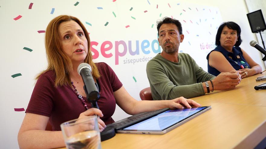 Asun Frías, concejala en Santa Cruz de Tenerife; Fidel Vázquez, en El Rosario, y Mayca Coello, en Candelaria, en la rueda de prensa