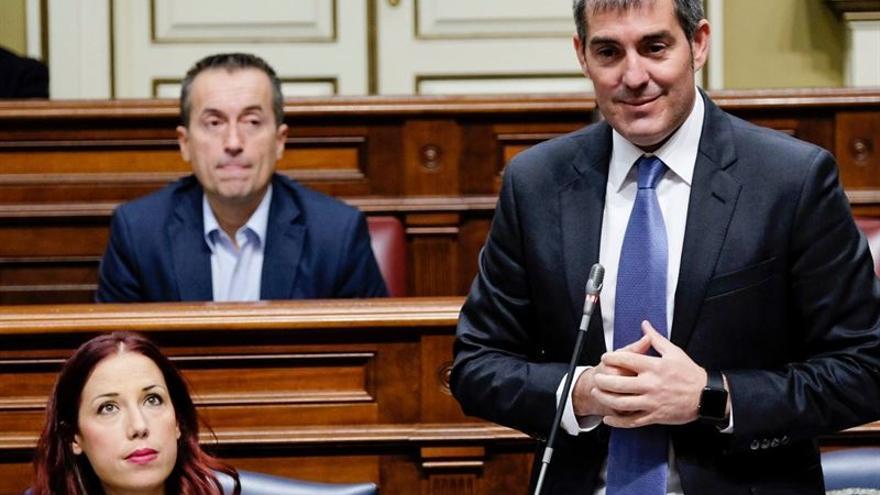 El presidente del Gobierno canario, Fernando Clavijo en el Parlamento (Europa Press)