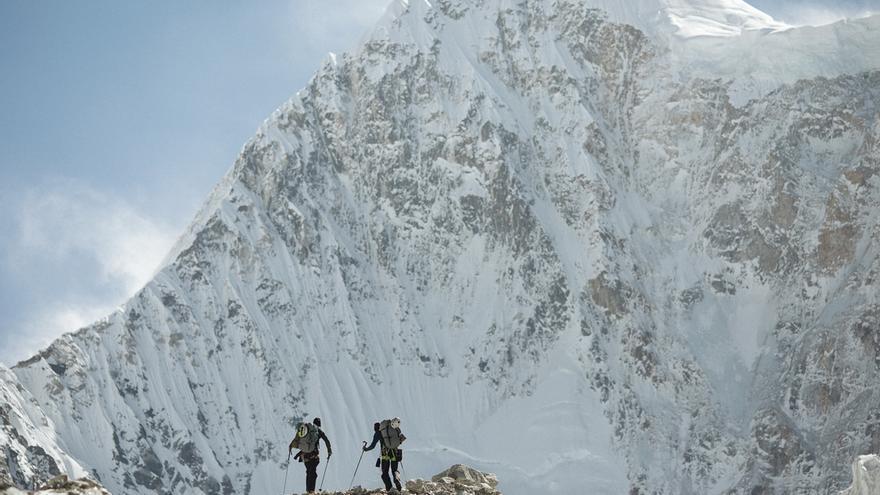 Hansjörg Auer y Alex Blümell frente al Gimmigela Este (7.005 metros).