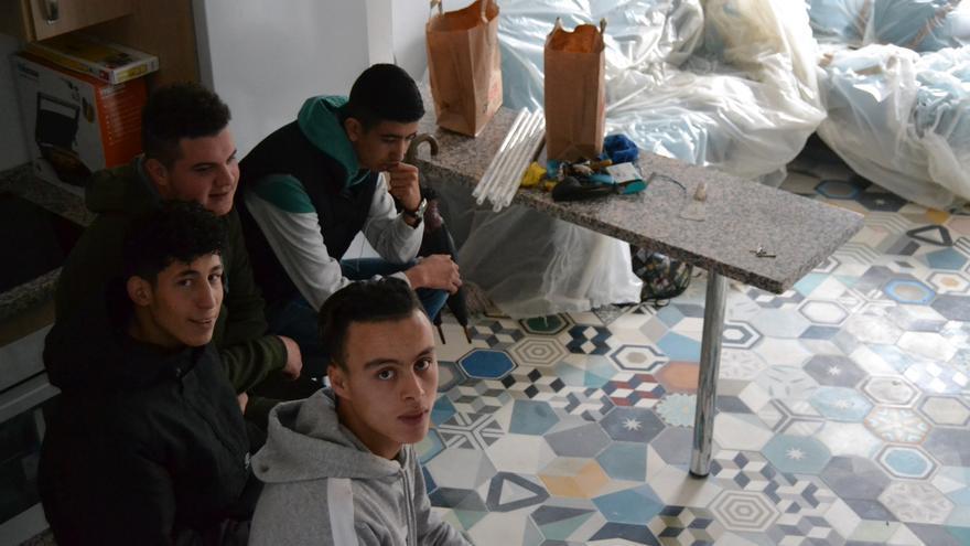Hassan Al Boujadaini, Wail El Kasbani, Nabil Taoutaou y Bilal Farhan, en su nueva casa   N.C.