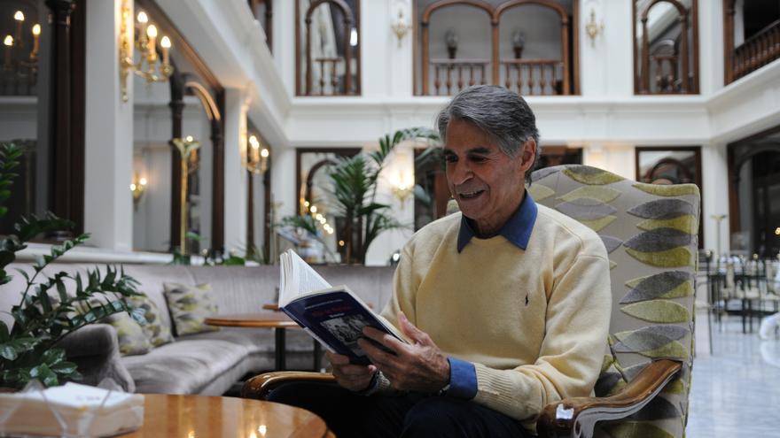 Roberto Batista, con sus memorias recién publicadas, en Madrid