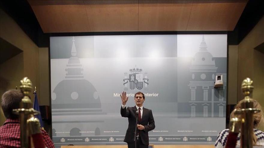 """Rivera anuncia medidas judiciales contra Monedero por """"dañar su honor"""""""