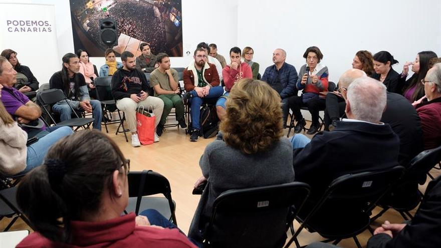 Las viceconsejeras de Derechos Sociales y de Igual y Diversidad del Gobierno de Canarias, Gemma Martínez y Silvia Jaén; así como otros miembros de la formación morada con responsabilidades en el Gobierno de Canarias.