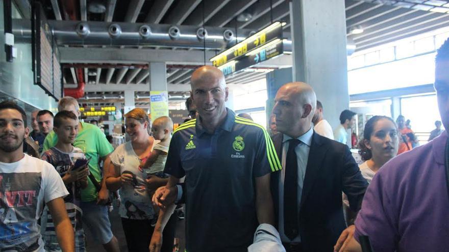 Zidane, este sábado, la terminal del Aeropuerto de La Palma. Foto: JOSÉ AYUT.