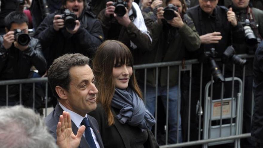"""Carla Bruni dice que estaría """"celosa"""" si Sarkozy se enamorase de otra mujer"""