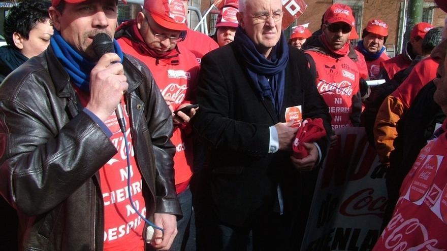 Cayo Lara pide a Posada que no se venda Coca-Cola en el Congreso mientras no readmita a sus trabajadores