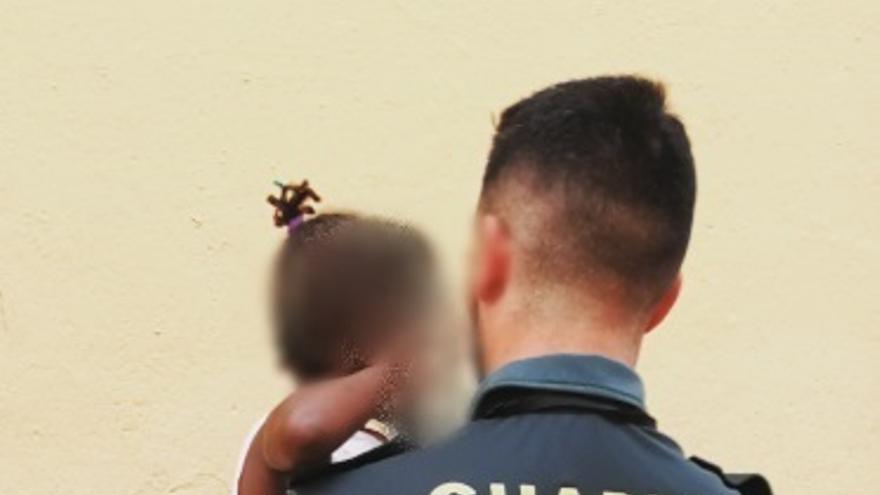 Condenada a diez meses de prisión la madre acusada de dejar sola a su hija de tres años en Roquetas