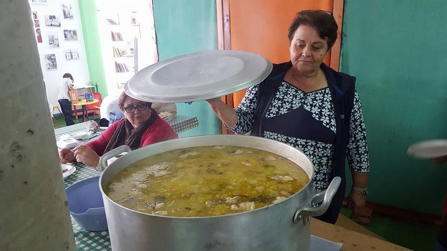 Elaboración de potaje de trigo en Puntallana.