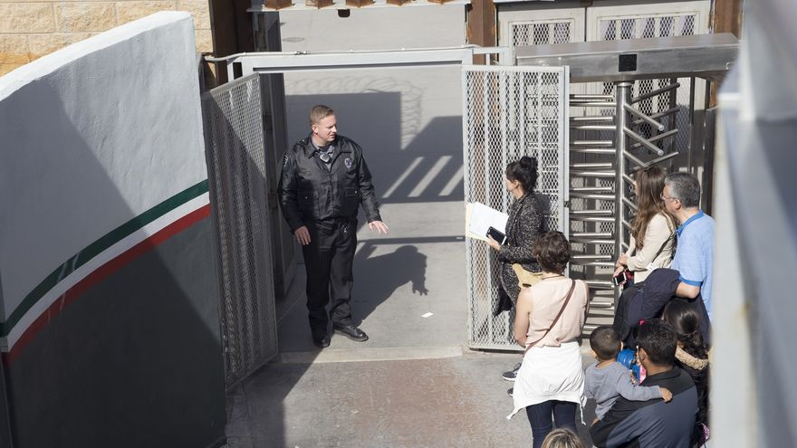 Entrada a la garita fronteriza estadounidense | José Pedro González