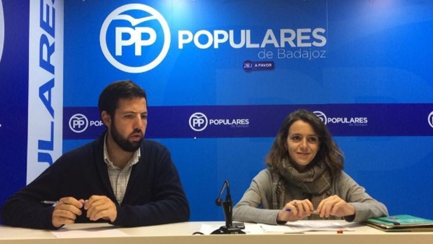 Pizarro con la diputada del PP Gema Cortés / @NNGG_Badajoz