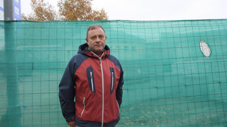 Tomás Montero en el cementerio de La Almudena.
