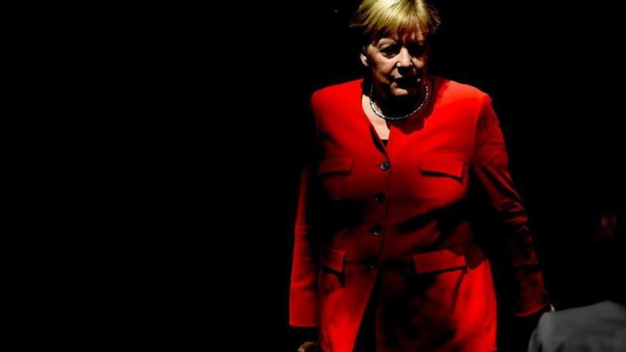 """Merkel: no hay """"disculpa"""" para el odio, la violencia y las consignas nazis"""