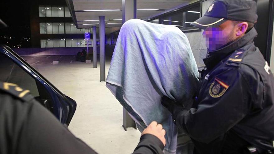 El detenido por el asesinato de Ana Enjamio llega a los juzgados de Vigo