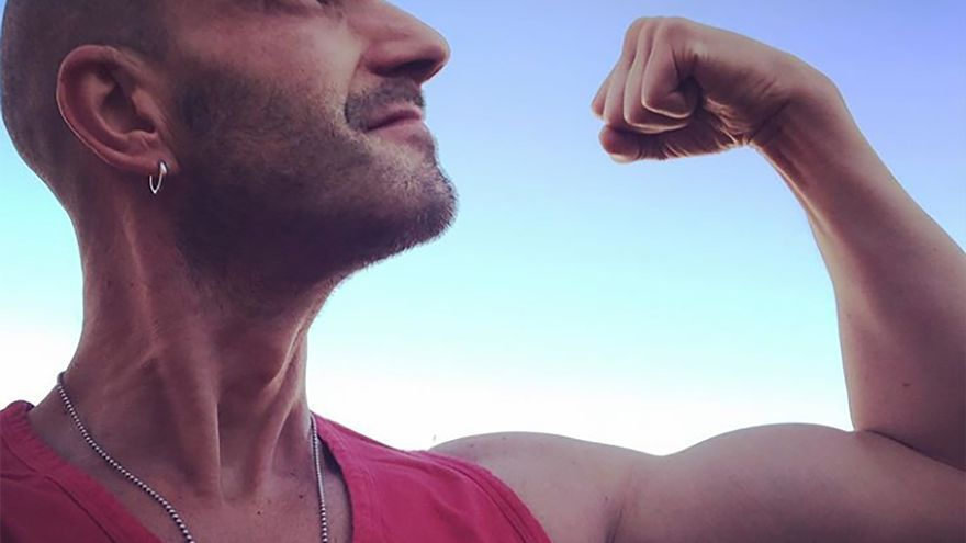 El actor Dani Rovira anuncia que se ha curado del cáncer que padecía