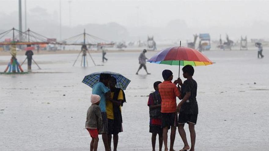 El ciclón Vardah alcanza la costa sureste de la India con vientos de 105 Km/h