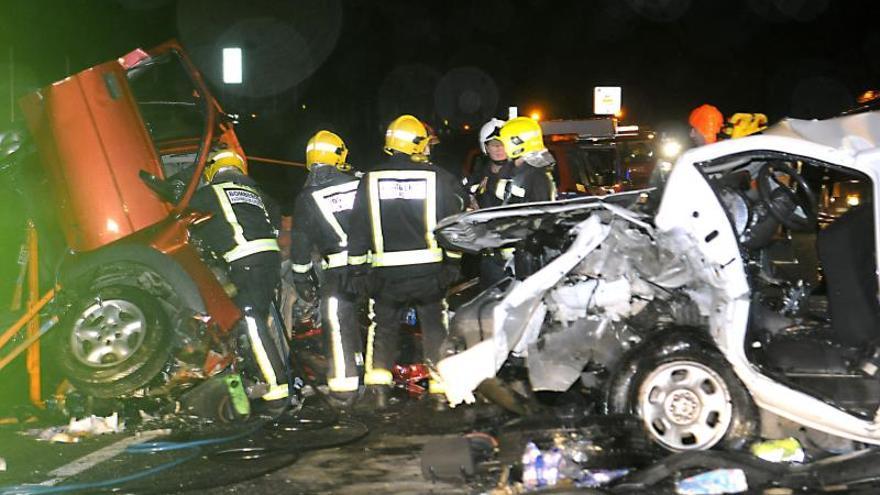 Tres muertos y un herido grave en el choque de dos turismos en Plasencia