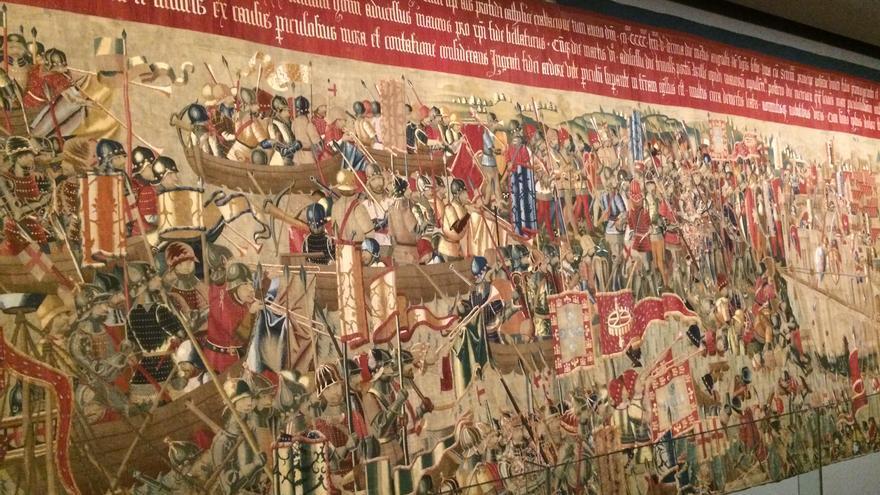 Imagen de uno de los tapices que narra el desembarco en Arcila, en 1471