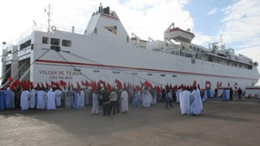 Fotografía de archivo del 'recibimiento' de colonos marroquíes a ocho activistas canarios, el pasado 31 de octubre.