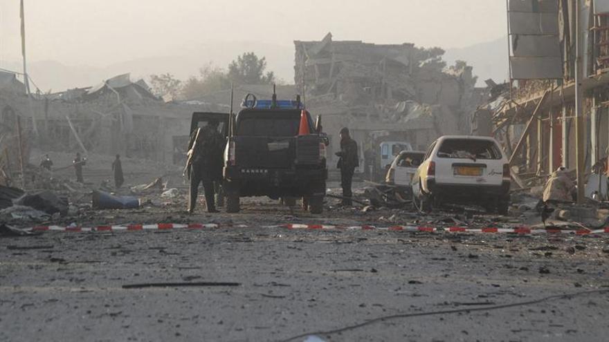Al menos 4 muertos y 15 heridos en ataque a mayor base de EEUU en Afganistán