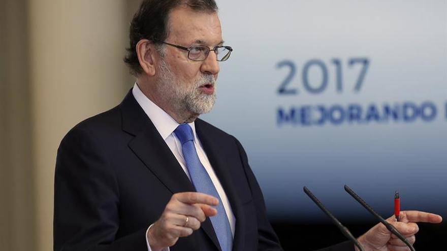 """Rajoy advierte de que España no descarta adoptar """"medidas adicionales"""" en Venezuela"""