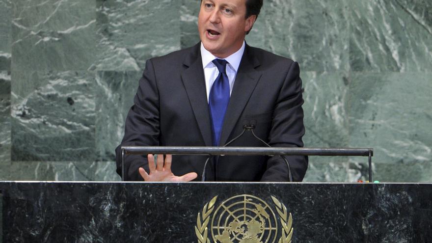 Cameron pide ayudar a los países árabes para culminar con éxito su transición