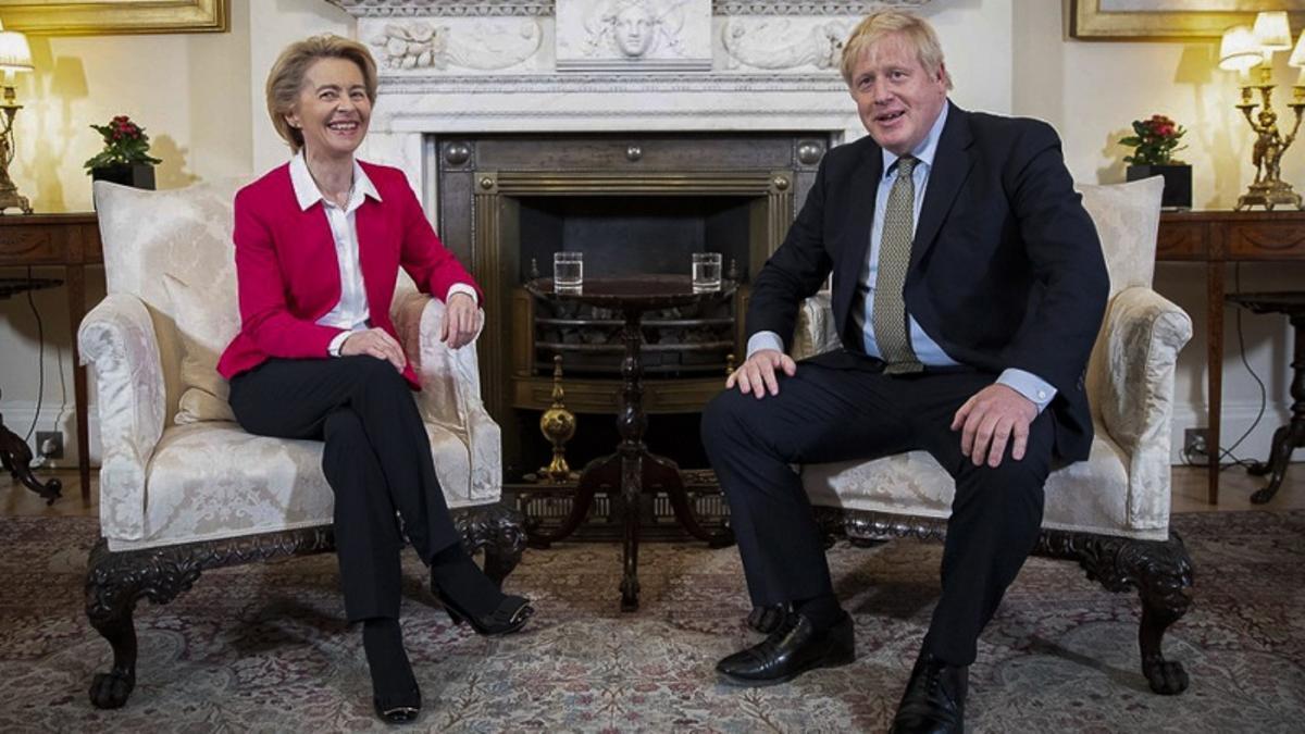 Ursula Von der Leyen y Boris Johnson.
