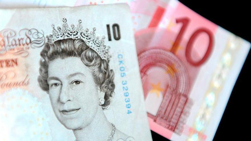 """La libra esterlina baja por la incertidumbre sobre el """"brexit"""""""