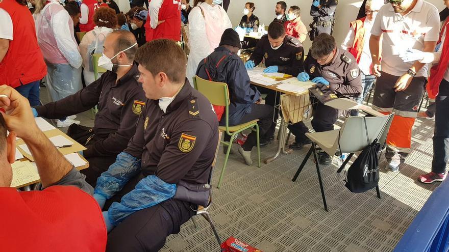 Tareas de identificación de la Policía Nacional en el puerto de Valencia. POLICÍA NACIONAL.