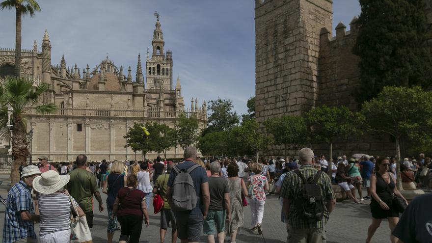 """CCOO apoya la tasa turística como """"compensación"""" por el impacto en los servicios públicos y pide progresividad"""
