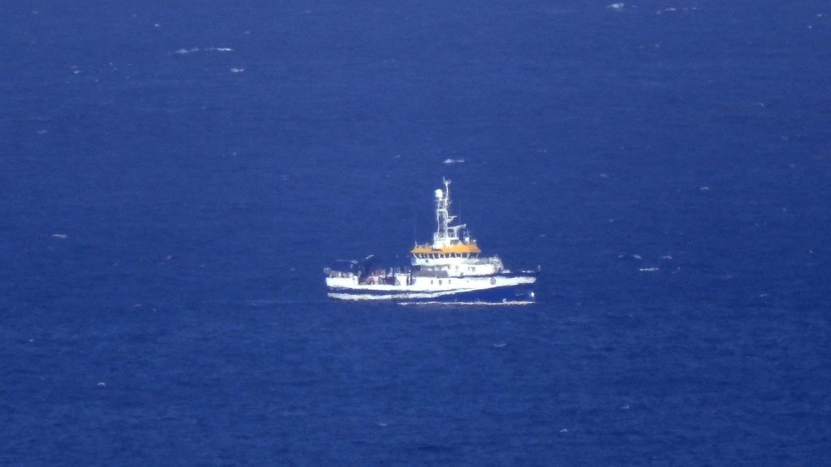 Primeros trabajos del buque Ángeles Alvariño en la costa de Santa Cruz de Tenerife