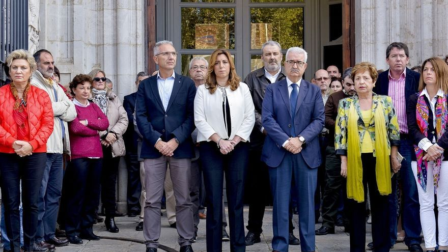 Instituciones andaluzas guardan un minuto de silencio en recuerdo de las víctimas de los atentados terroristas
