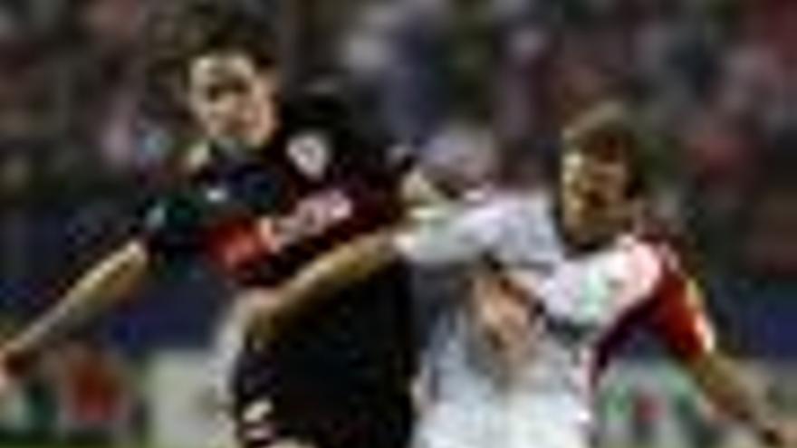 El Sevilla pasa a octavos de final con un gris empate