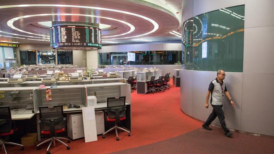La bolsa de Hong Kong sube un 0,31 % a media sesión