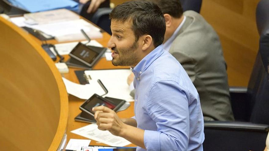 El conseller de Educación, Vicent Marzà, en las Corts Valencianes