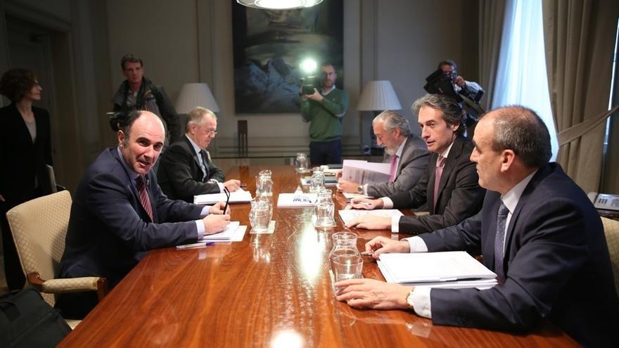 Navarra y el Estado apuestan por un corredor ferroviario de pasajeros y mercancías entre Zaragoza y la Y vasca
