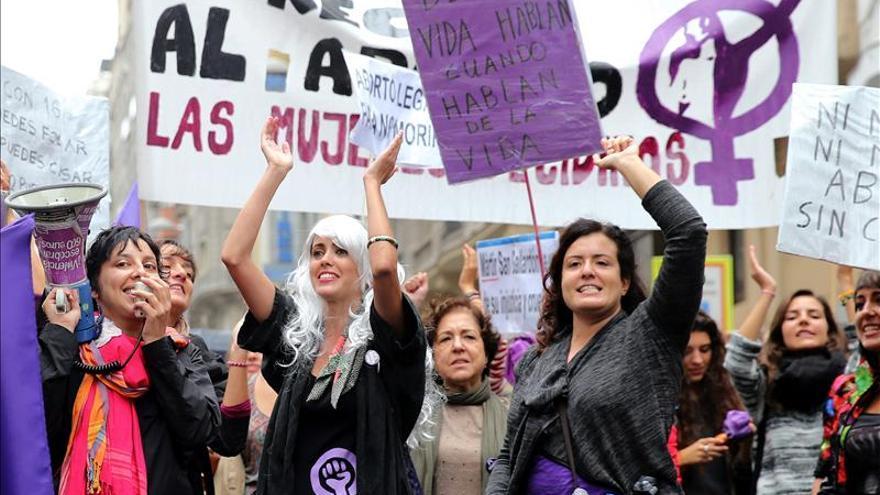 Miles de mujeres celebran la retirada de ley del aborto y exigen el fin de las amenazas