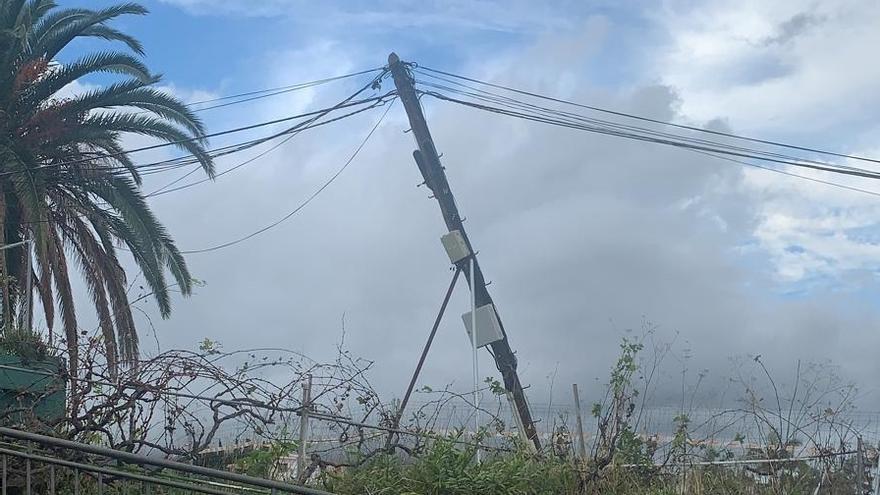 """Breña Alta insta a Telefónica a retirar los """"obsoletos postes de madera"""" y a acometer el soterrado del cableado aéreo"""