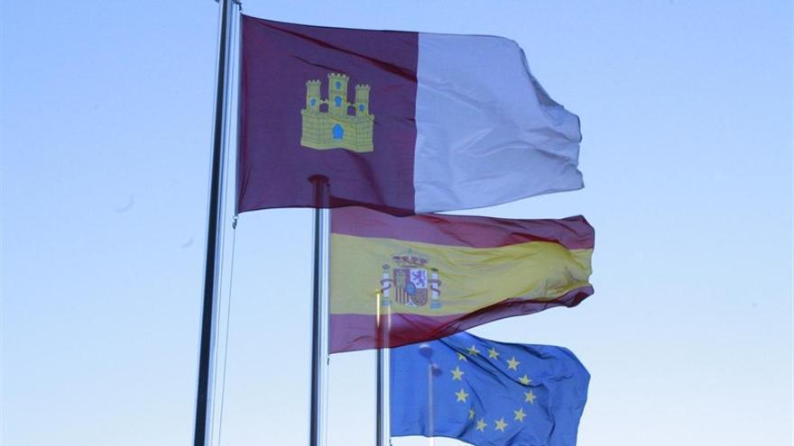 Banderas de Castilla-La Mancha, España y Europa