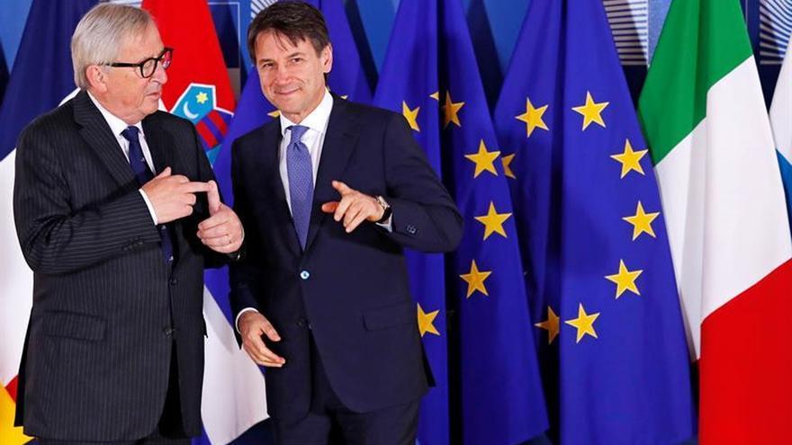 Jean-Claude Juncker y el primer ministro italiano, Giuseppe Conte.