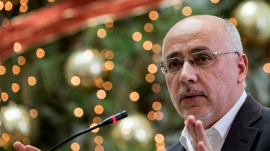 El presidente del Cabildo de Gran Canaria Antonio Morales, durante la presentación en rueda de prensa de los presupuestos para 2016. EFE/Ángel Medina G.
